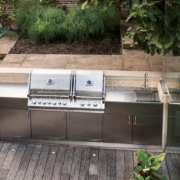 Outdoor Kitchen and Barbecue Area